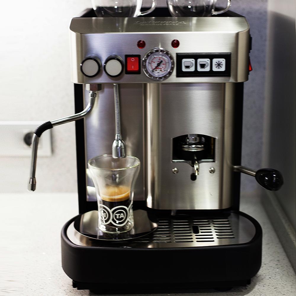 CECILIA. Professional Pod Coffee Machine.
